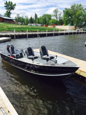 Lund boat rental - front view